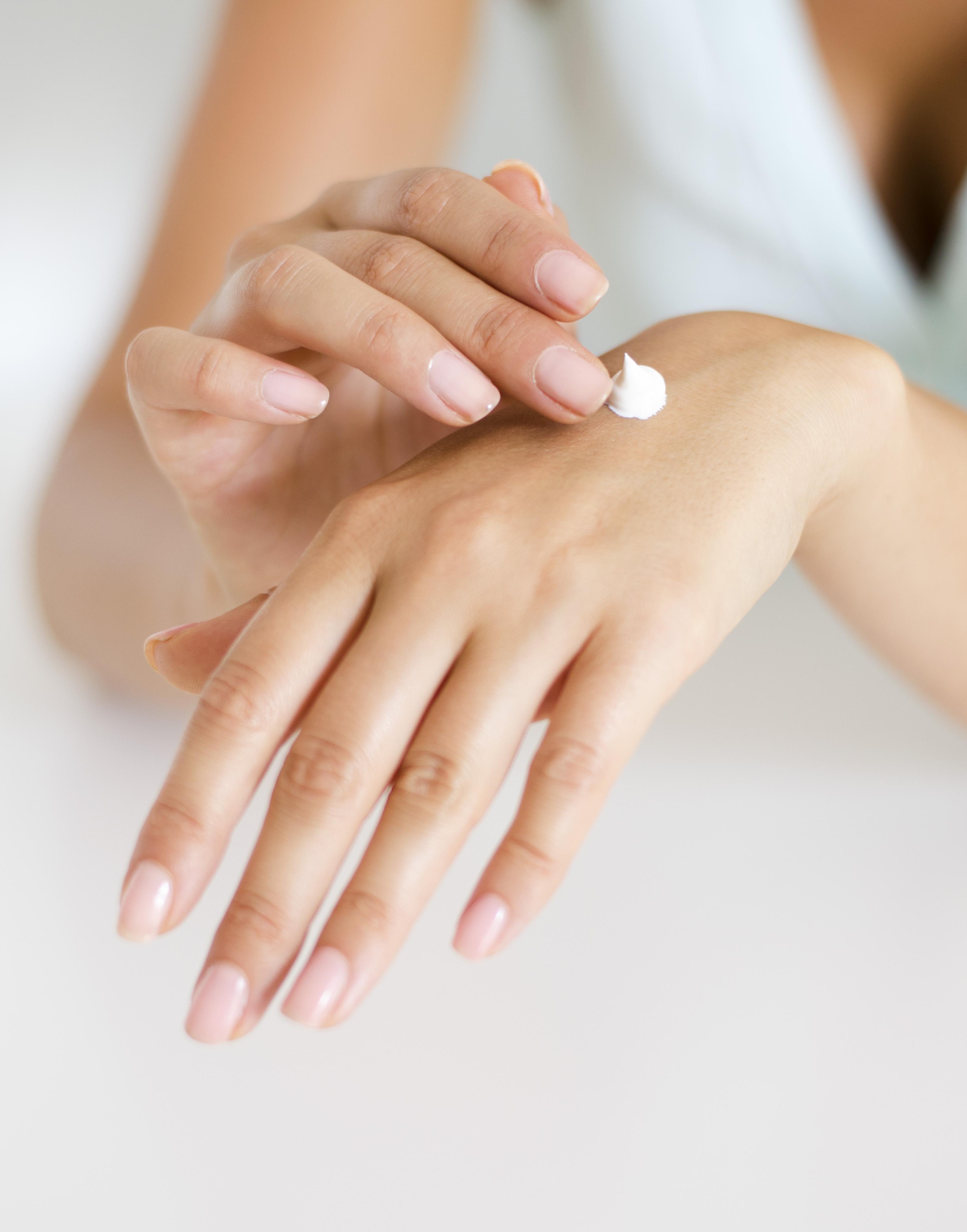 Jak na vysušené ruce? S hydratačními rukavicemi!