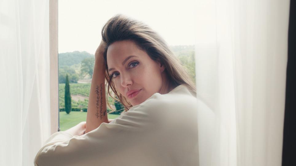 Angelina Jolie tváří parfému Mon Guerlain 3bdc631b9d