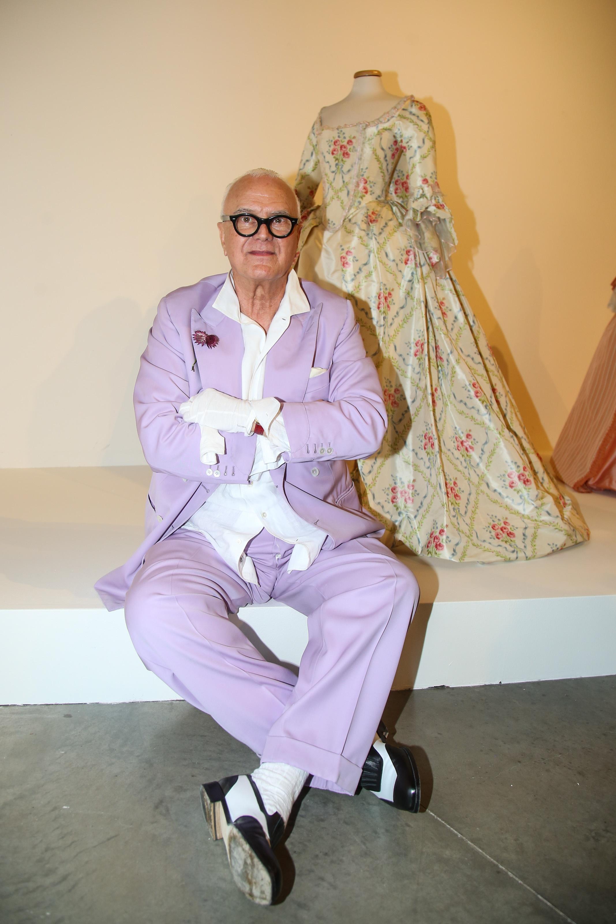 Manolo Blahnik v Praze: zahájení výstavy The Art of Shoes a charitativní gala večeře