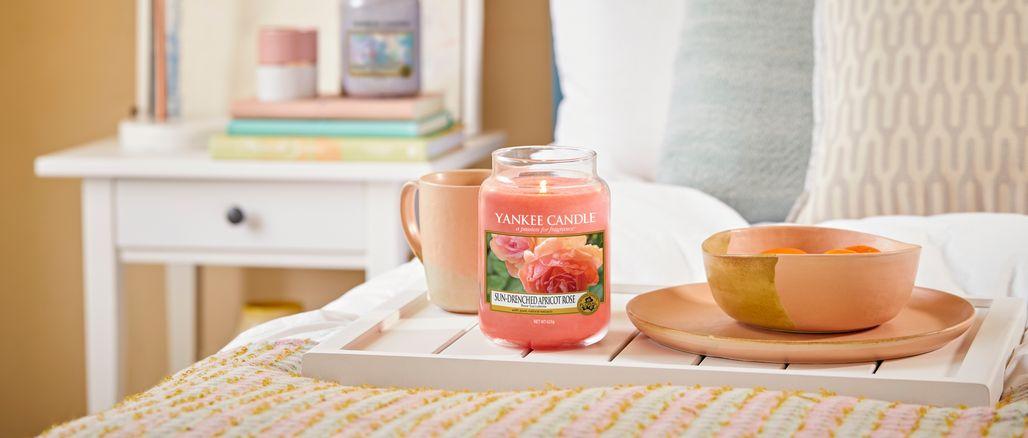 Sladké i květinové: 8 svíček na jaro, které budete chtít mít doma