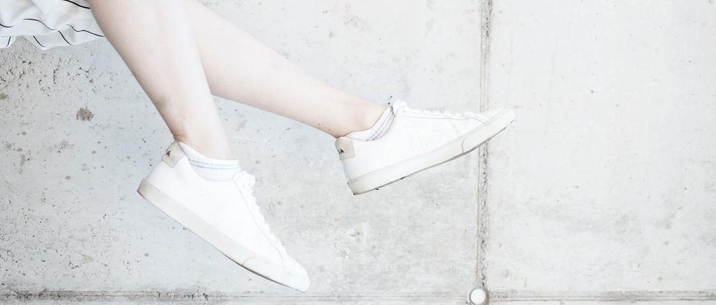 6 tipů, jak udržet bílé tenisky bílé