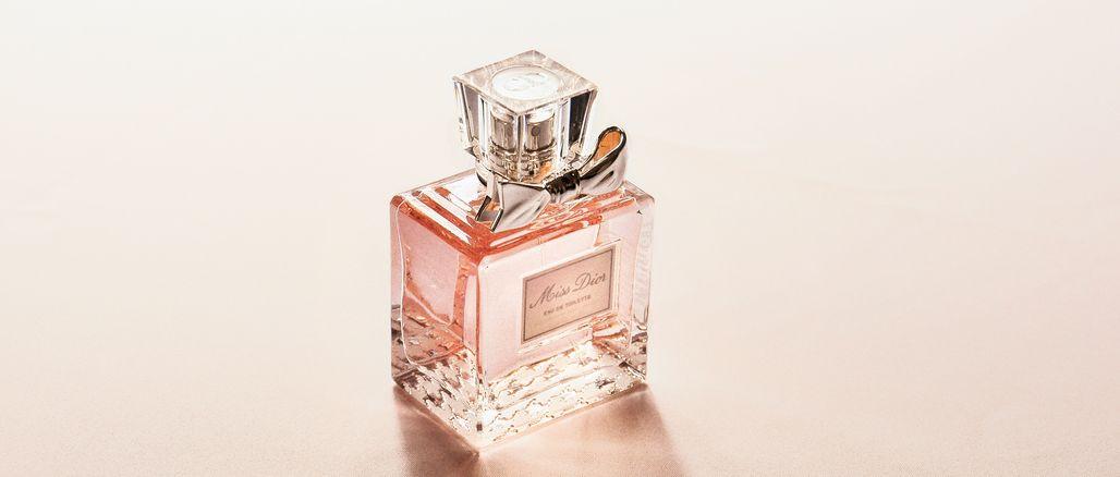 Jak se správně vonět? 9 triků, díky kterým parfém vydrží déle