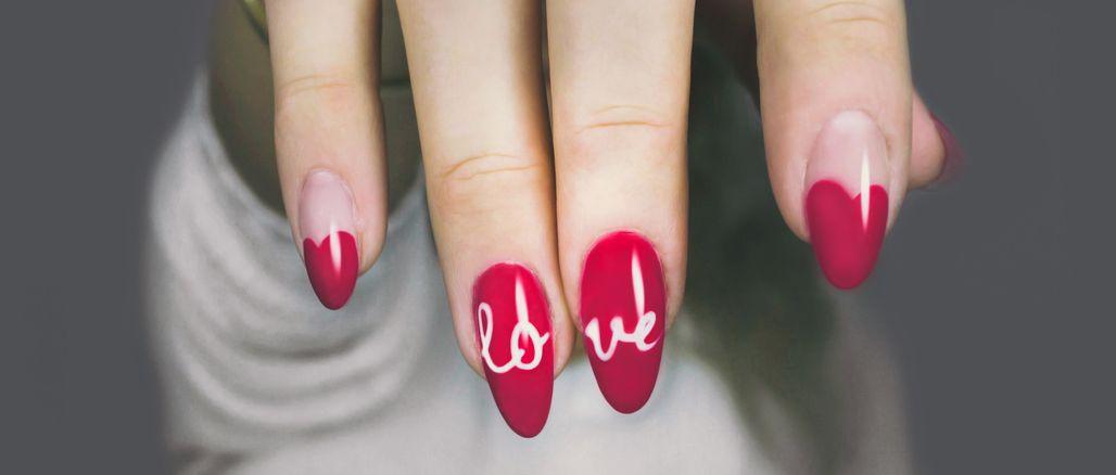 Inspirace: valentýnská manikúra, kterou zvládnete sama!