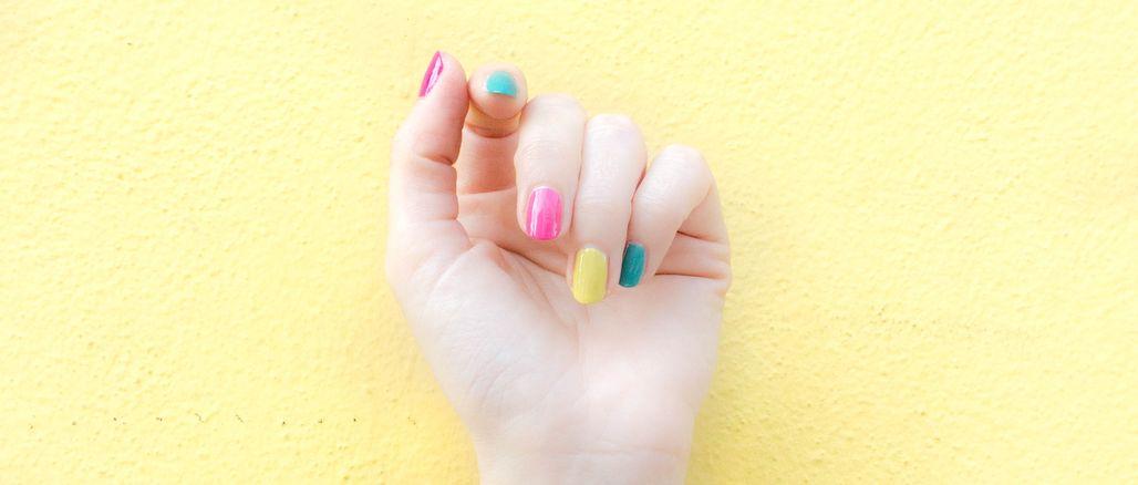 Top 7 odstínů laků na nehty pro rok 2020