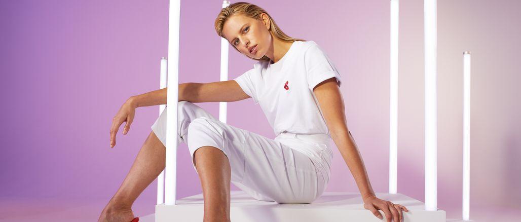 Karolína Kurková a ABOUT YOU uvádějí Iconic Shirt Collection